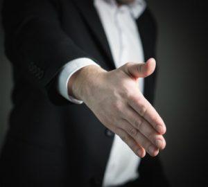Zleceniobiorca ma prawo do odmowy przyjęcia zlecenia, ale powinien zawiadomić o tym zleceniodawcę.