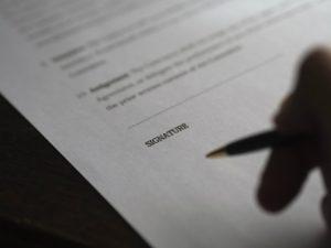 Do umów o śwaidczenie usług odpowiednie zastosowanie mają przepisy dotyczące umowy zlecenia.